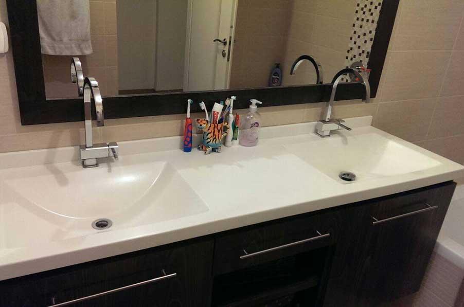 משטח כיור יצוק - כיורים מונחים לאמבטיה - כיורים כפולים לאמבטיה