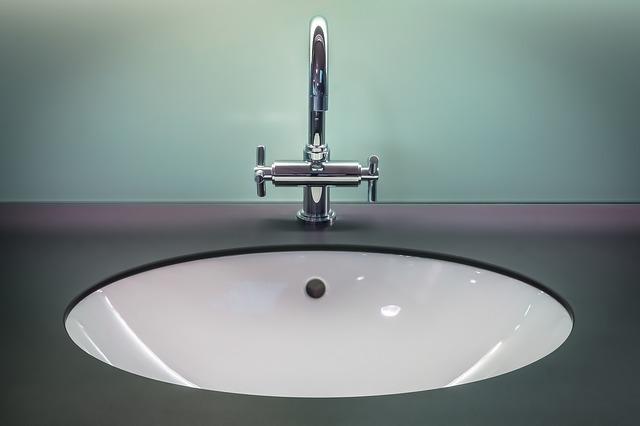 כיור לאמבטיה בהתקנה שטוחה בעיצוב מודרני -כיורי אומגה