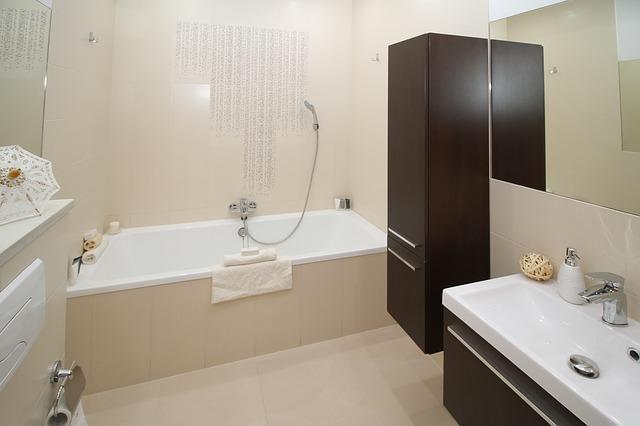 כיור אמבטיה בהתקנה שטוחה